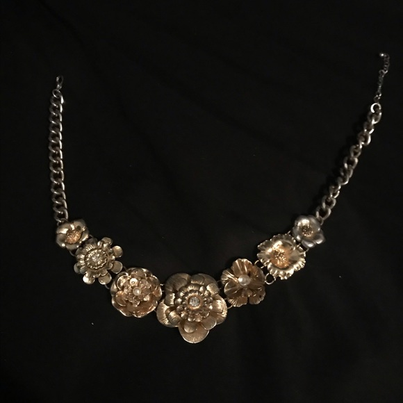 Forever 21 Jewelry - Gold Floral Necklace